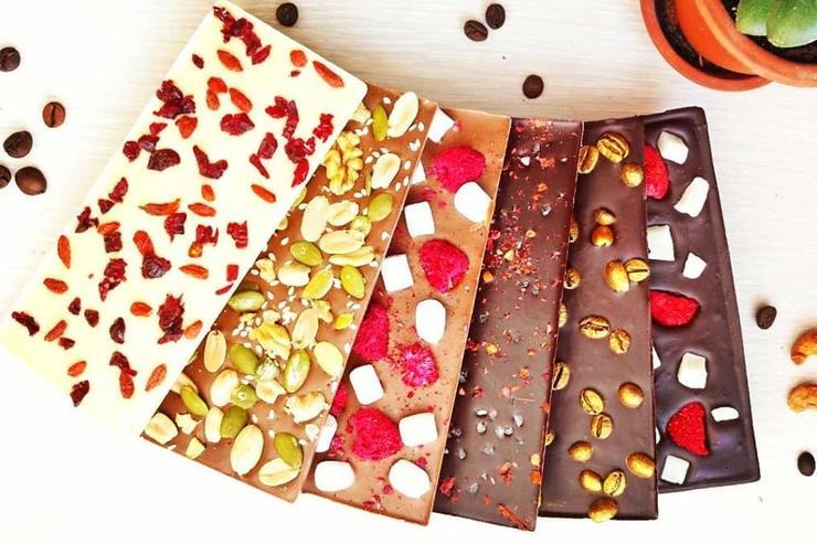 Шоколад ручної роботи в подарунок для вихователя