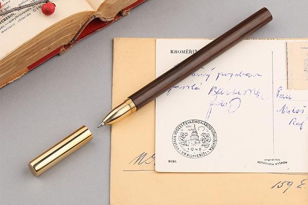 При якій нагоді варто подарувати ручку