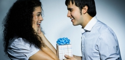 Поради щодо вибору подарунка дівчині на день народження