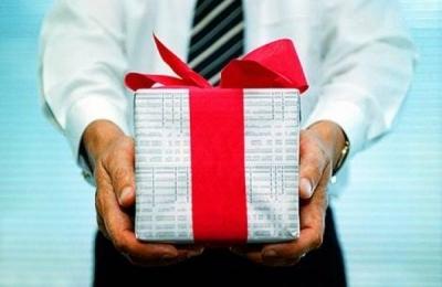 Подарок девушке на день рождения, как правильно выбрать